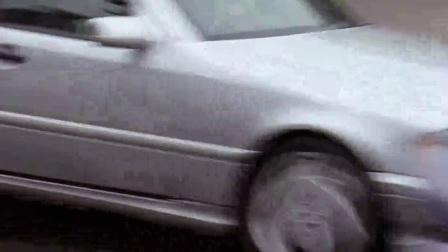 致命罗密欧 摩托凌空扫射 遭夹击夺枪撞翻车