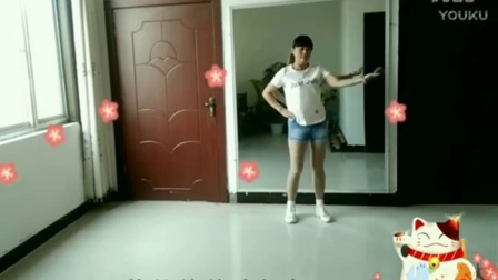 时尚年轻辣妈 穿着牛仔小短裤 屋内跳起动感的广场舞 舞姿优美
