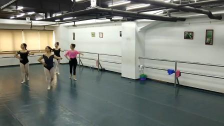 丰迪芭蕾成人班--暑期班期末课堂记录