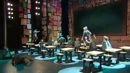 【七幕人生】音乐剧《玛蒂尔达》在2013年托尼奖的表演(搬)
