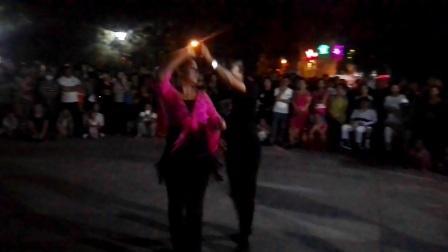 2017年8月24日沈阳奇艺舞蹈团团长陈广巨娇娇夫妻在鞍山永乐公园丰舞吉特巴舞激情表演之一