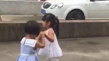 带妹妹乱跳还真有点象交易舞姿