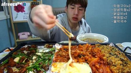 【韩国吃播】【奔驰小哥】奔驰哥BANZZ吃大肠、鸡排、炒饭、面_美食圈_生活