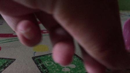 《小刘欢乐世界》绿色河马拉车玩具,他就是一款普普通通的拉车玩具