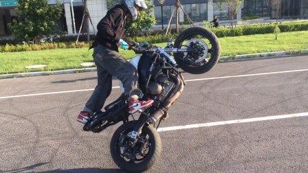 中国王美丽摩托车特技Motostunt