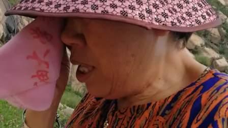 一首《母亲》的深情演唱,让老母亲意犹未尽的忍不住擦眼泪_20170902