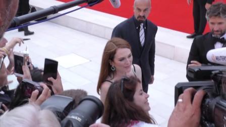 现场:直击第74届威尼斯电影节红毯 朱利安摩尔现携电影《迷镇》现身