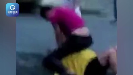 男子将孕妻骑在胯下暴打 路人:快打110