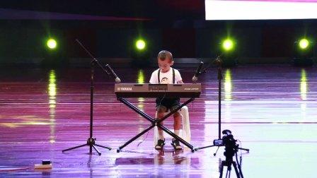 少儿电子琴《七色光之歌》 选送单位:榆林市舞音艺术学校 指导老师:常东峰 演奏:郭慧博