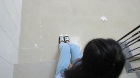 宿舍楼梯偶遇帆布鞋美女。