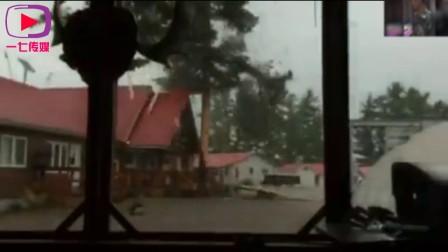 大树遭到雷击近距离画面超震撼