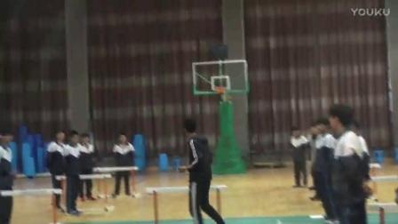 高中体育《跨栏跑起跨腿》教学视频