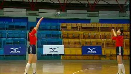 排球教学视频02 双手正面传球、下手发球
