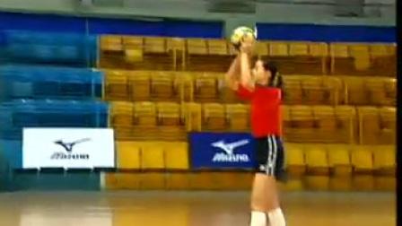 排球教学视频04 正面双手垫球、准备发球