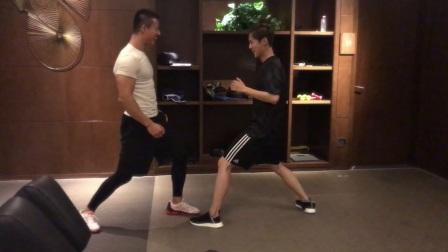 【奔狍小剧场】运动力MAX的拳击手鹿Boss