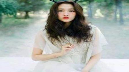 关晓彤鹿晗接吻路透照曝光,遭网友质疑说好的不接吻戏呢