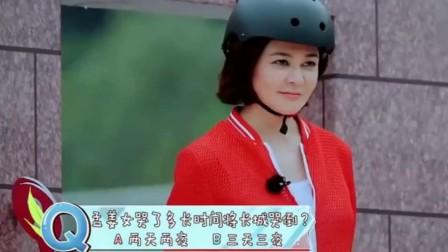 """大花上衣红头巾 关之琳突破形象化身""""翠花"""" 170913"""