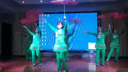 六人变队形伞舞《江南梦》-湖北省老河口市慧美快乐舞步艺术团20170909