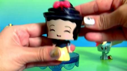 蛋糕惊喜迪士尼白雪公主和邪恶的皇后我的小马小指馅饼短跑彩虹