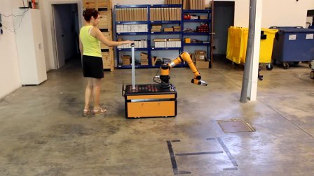 JR2智能移动抓取机器人工厂内拖动示教01硅步机器人