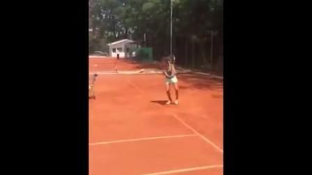 海特网球教学-西班牙精英网球-底线反手多球训练