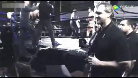 泰森儿子被打, 对手太嚣张, 被泰森上台一拳差点打死