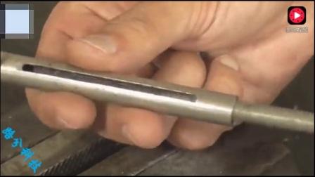 牛人用简易材料制作了一个小工具,高效实用