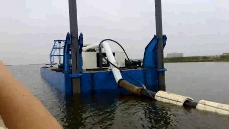 港口电动绞吸挖泥设备在工作