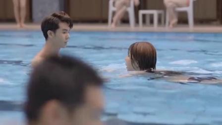 终于知道为什么女学员要找男游泳教练,但男学员最好不要找女教练