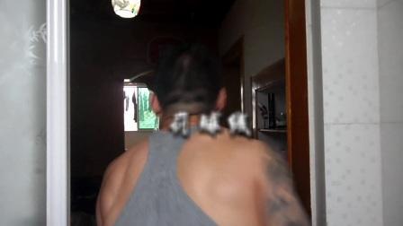 44厘米花臂死肌肉摇头岭车神教3岁儿子花式扣篮