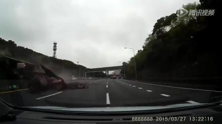 差点吓尿裤子了!开车经过险些被活埋