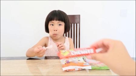 英国儿童英语 英语口语 英语早教视频 小孩尝试不同味道的糖 这小表情包