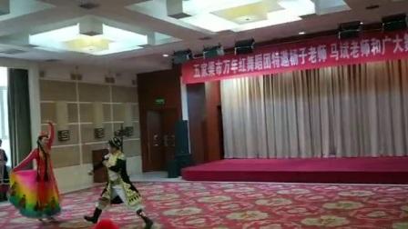 10月6日马斌老师和莺歌燕舞美女在五家渠市万年红舞蹈团表演双人舞惠惠制作