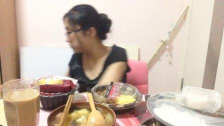 【中国吃播 KIKI酱】秋葵肥牛饭 牛肉芝士帕尼尼 肉燥担担面 香菇滑鸡饭 家常牛肉饭 焙煎鸡肉饭团