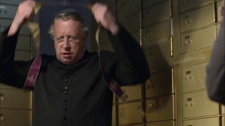布朗神父 第三季 13 劫匪蒙面抢银行 保险库中藏尸体