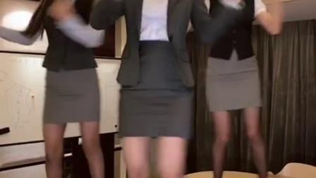 美女跳发芽舞