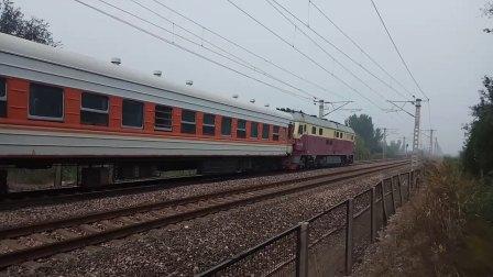 【罕见】京京DF4D0063牵引长轨车通过涵-303