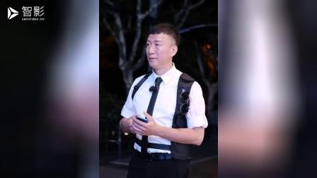 演技派男星参加综艺捞金,冯小刚批评整天装疯