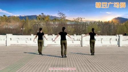 云裳广场舞《女兵走在大街上》肖肖老师原创附教学_广场舞视频在线观看 - 糖豆网