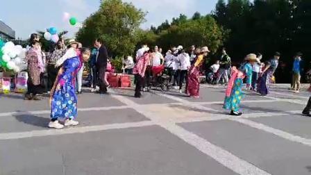 上海锅庄舞少儿队和其他锅庄舞爱好者一起跳锅庄舞(一)