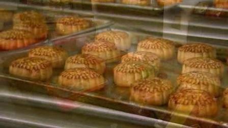 中秋佳节饼家制作月饼加工生产模具压印烘焙节日高清视频实拍素材