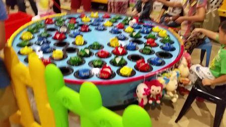 杭州最大购物城玩钓青蛙游戏