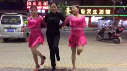 开心队水兵舞一拖二表演男步:林承花。女步:桑红爱,程彩霞
