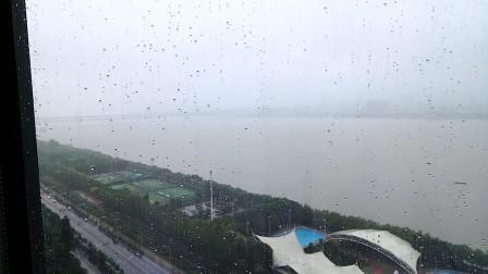 在武汉世茂希尔顿,记录武汉江边的白天与黑夜