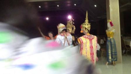 月女(雪儿)2015年泰国游即兴与泰人共舞