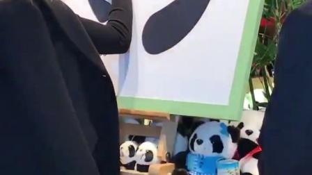 梅拉尼亚·特朗普访问了北京动物园