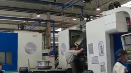 高博智能型提升装置及铝梁自立起重机在汽车制造业的应用