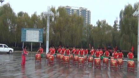 嵩州神韵舞队99巡拍嵩县表演鼓舞《中国范儿》