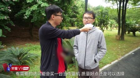 街头采访大学生对千元机看法:说不能用的最后竟惨被打脸