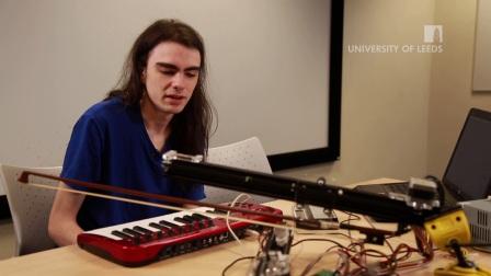 厉害了!来看看利兹大学学生Peter创造的机器人手臂演奏小提琴